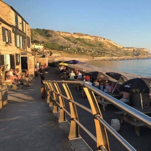 Al fresco dining in Dorset, Cove House Inn