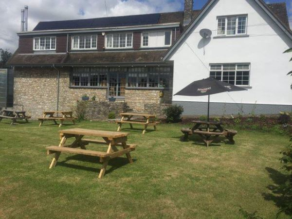 Al fresco dining in Dorset, Three Horseshoes Inn